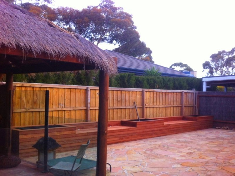 outdoor_entertainment_with_thatched_roof_-_lge
